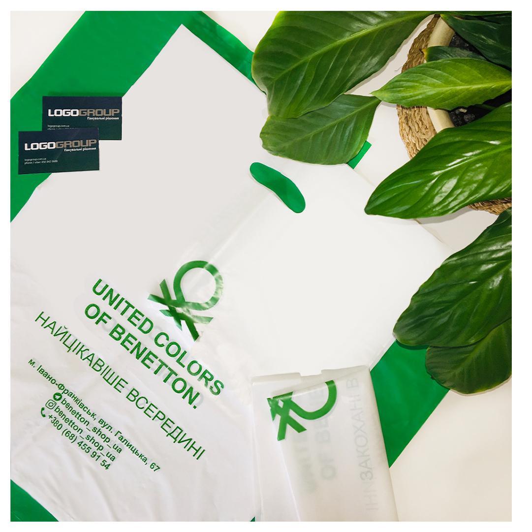 D-cut plastic bag
